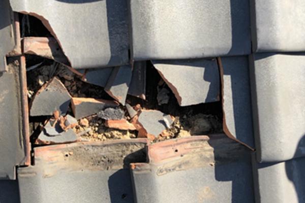 屋根材の割れやはがれ